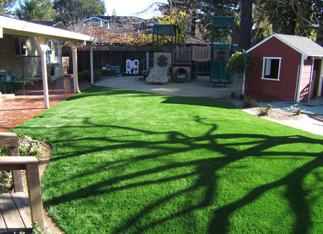backyard kids lawn with synthetic tuf resized 600