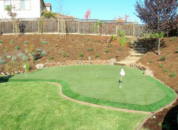 synthetic turf backyard putting green resized 600