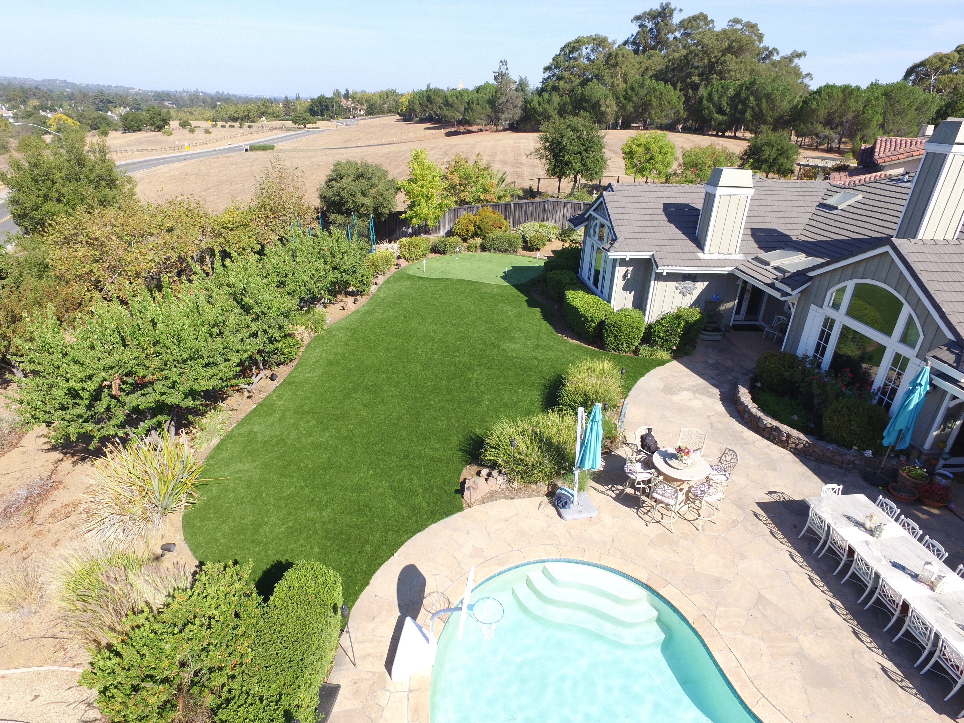 artificial grass near pool and putting area in Cupertino, California